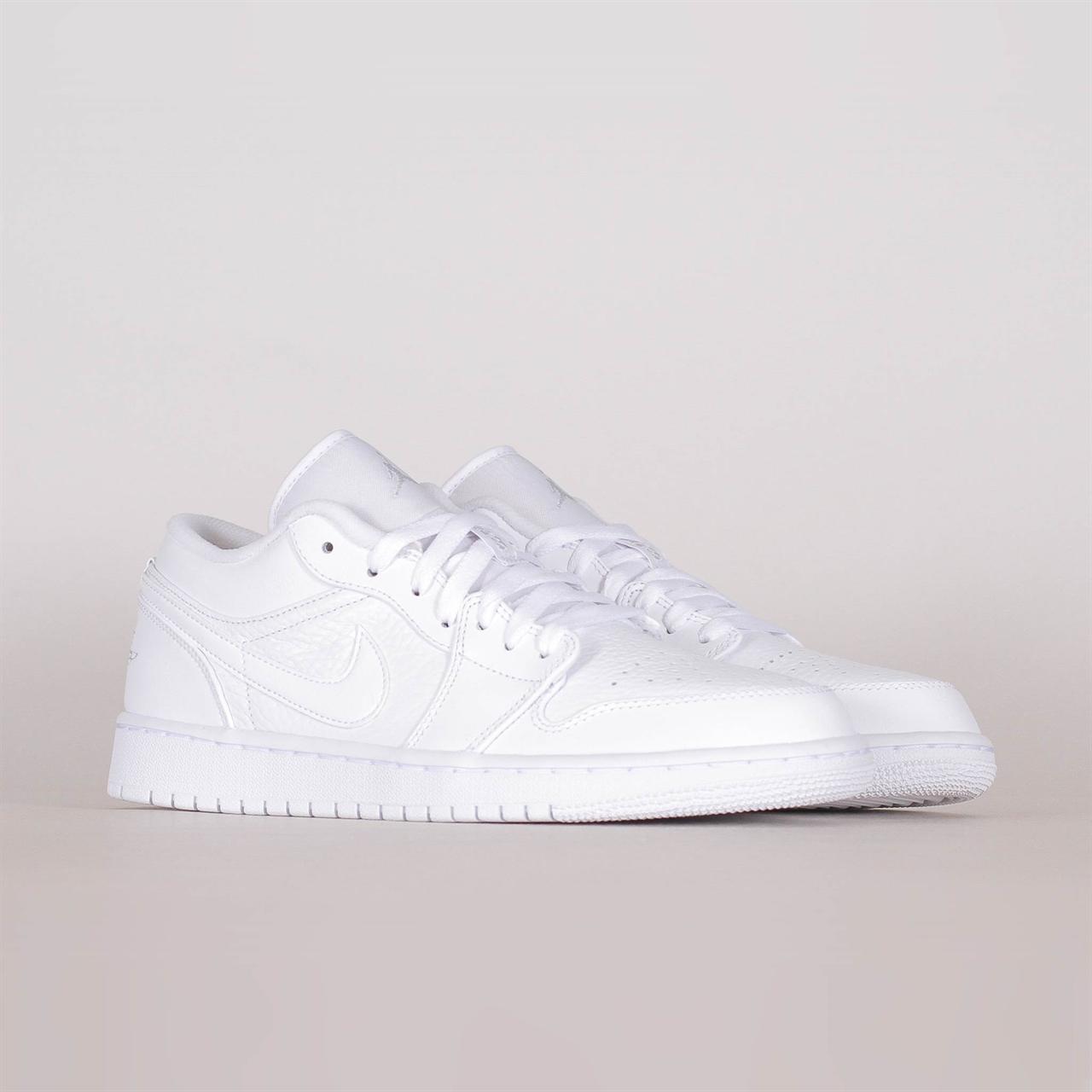401a73d1e40d Shelta - Nike Air Jordan 1 Low (553558-111)