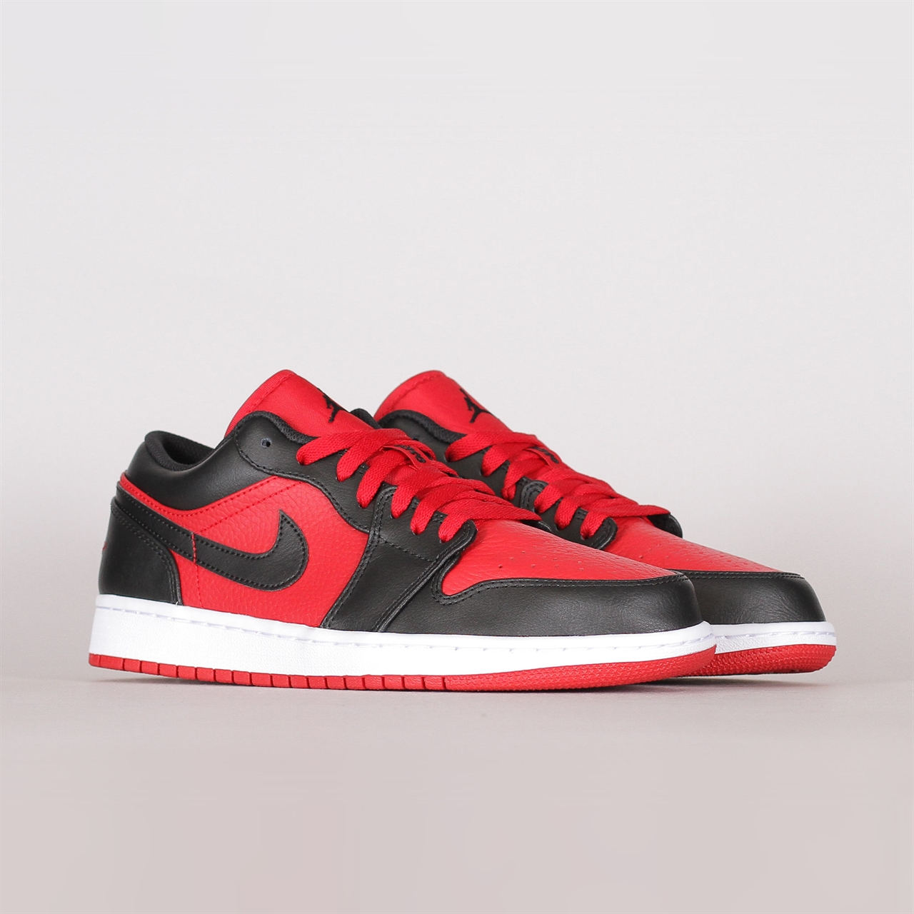 5c248a3505d Shelta - Nike Air Jordan 1 Low (553558-610)
