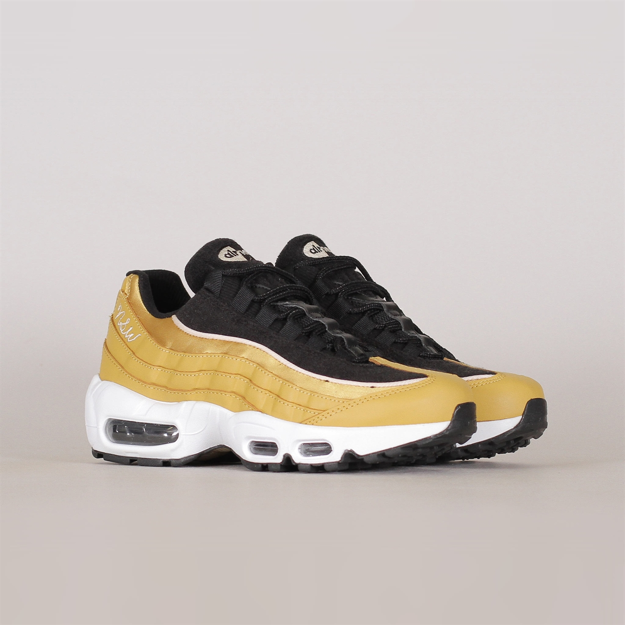 huge selection of a2263 bdb1f Shelta - Nike Sportswear Womens Air Max 95 LX (AA1103-701)