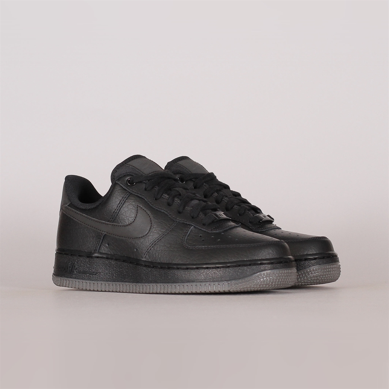 check out a3ac1 68804 Womens Air Force 1 07 Essential (AO2132-002)