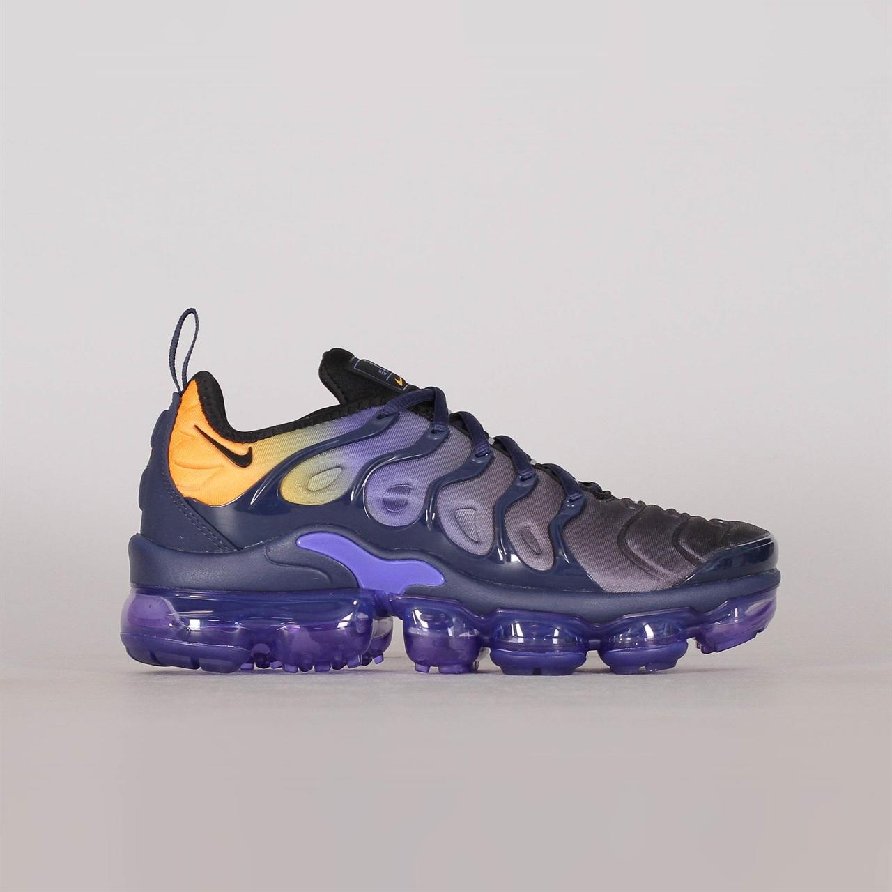 349a394fcd9 Shelta - Nike Womens Air Vapormax Plus (AO4550-500)