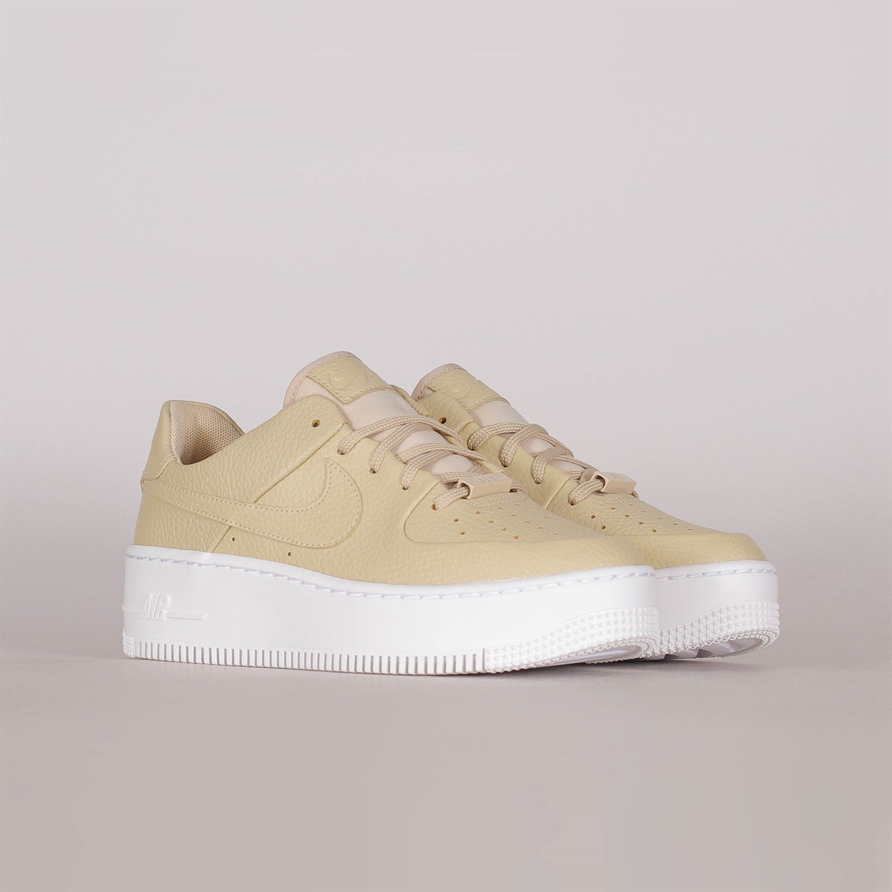 online store 3ea7e 2f0bf Womens Air Force 1 Sage Low (AR5339-202)