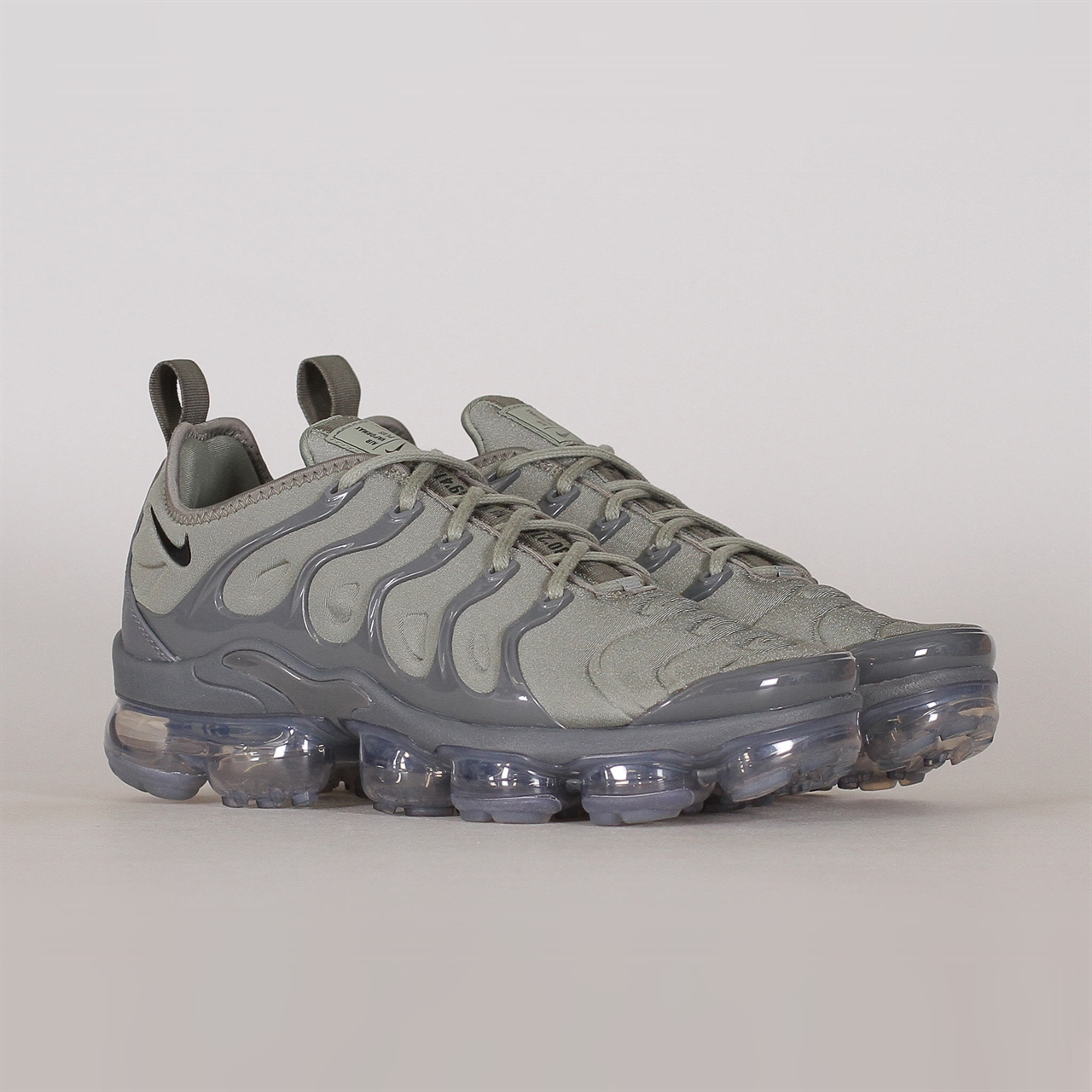 b7252143bc5 Shelta - Nike Sportswear Air Vapormax Plus (AT5681-001)