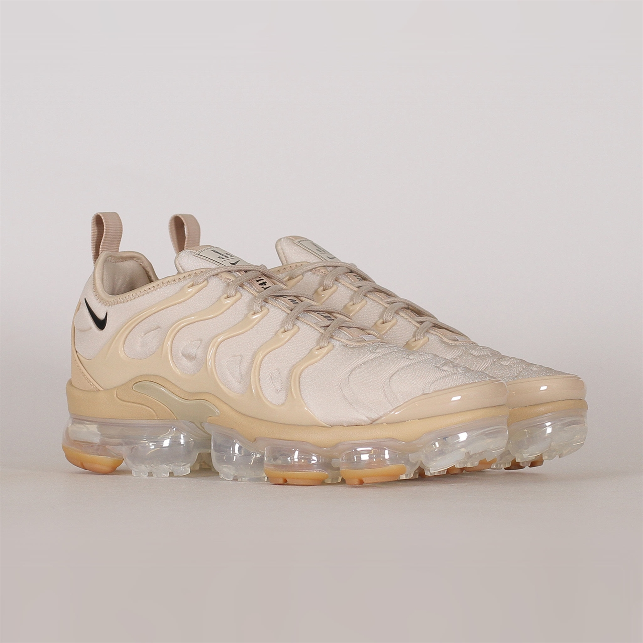 ee3166ee869 Shelta - Nike Sportswear Air Vapormax Plus (AT5681-200)