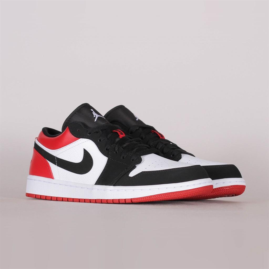 Data wydania: tani tani Shelta - Nike Air Jordan 1 Low Black Toe (553558-116)
