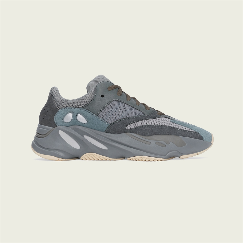 YEEZY_BOOST_700_TEAL_BLUE_Right_PR72_2500x1878